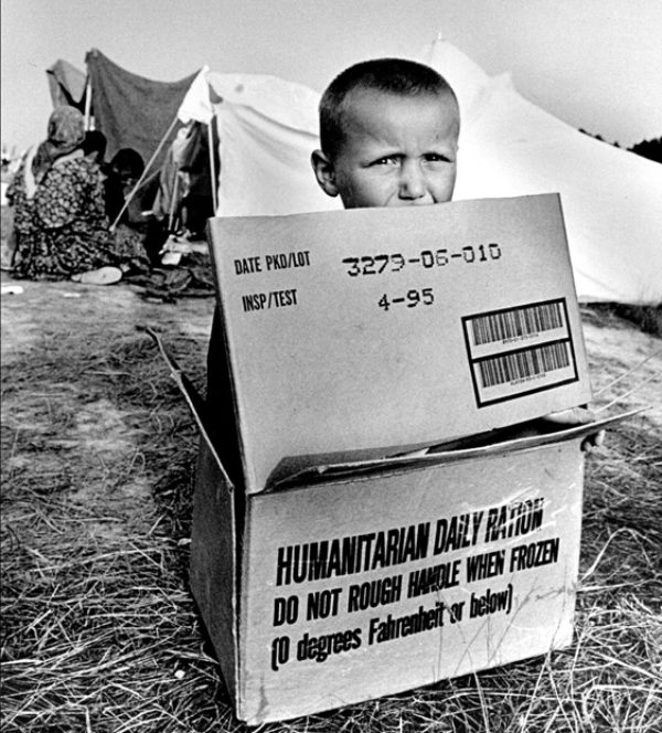 Christian Jungeblodt/GlobalAware, A Daily Ration of Humanitarianism, 18x12